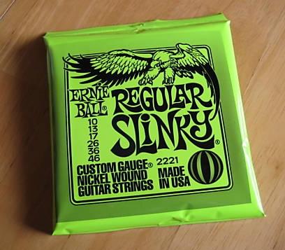 Ernie-Ball-Regular-Slinky-String-Set-01.jpg